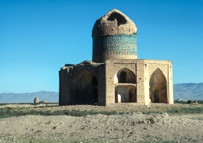 Ruined mosques near Soltanieh.