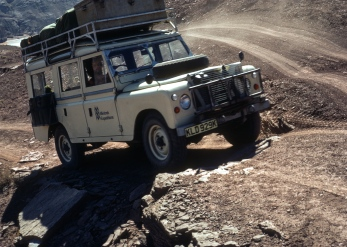 Land Rover on road from Fortress of Samiran.